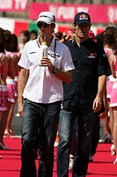 Sunday, Jenson Button, Brawn GP Formula One Team, BGP 001 and Mark Webber, Red Bull Racing, RB5, Suzuka, Japan