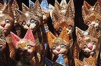 Ubud (Bali, Indonesia): cats statuettes sold at the market