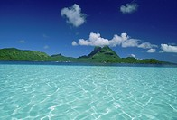 France, French Polynesia, Moorea, crystal clear water