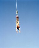 A man doing a bungyjump