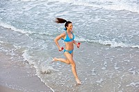 woman running along water´s edge