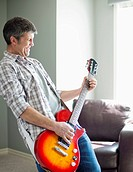 Man playing electric guitar (thumbnail)