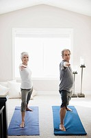 Couple doing yoga (thumbnail)