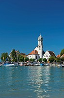 Parish church and castle, Wasserburg am Bodensee, Schwaben, Germany, Europe