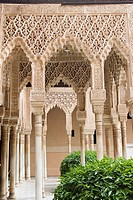 ARCH AND DETAIL CLOTHS sebka, PATIO DE LOS LEONES, Nasrid palaces of the Alhambra, GRANADA, ANDALUCIA, SPAIN