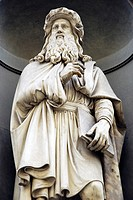 Sculpture of Leonardo da Vinci in the Uffizi Musuem  Florence  Italy