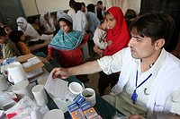 medical care to victims of the floods in pakistan