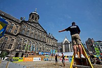 BEACH VOLLEYBALL IN FRONT OF THE ROYAL PALACE, KONINKLIJK PALEIS, DAM SQUARE, AMSTERDAM, NETHERLANDS, HOLLANDE