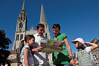FAMILY WITH A TOURIST MAP IN FRONT OF THE CHARTRES CATHEDRAL, EURE_ET_LOIR, FRANCE