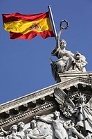SPANISH FLAG ON THE ROOF OF THE NATIONAL LIBRARY, BIBLIOTECA Y MUSEOS NACIONALES, PASSEO DE RECOLETOS, MADRID, SPAIN