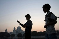 Children flying kite near at Victoria memorial impressive reminder of British Raj built between 1906 and 192 , Calcutta now Kolkata , West Bengal , In...
