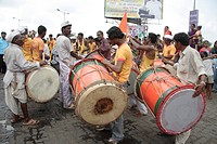 Men Playing drums during the religious procession of Amba devi´s arrival from Kalwa to Tembhi Naka , Thane , Maharashtra , India , NO MR