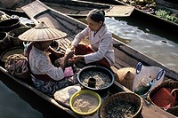Myanmar, market on boats on Inle Lake, Shan states