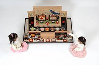 Girls looking at hinamatsuri dolls