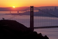 USA, California, San Francisco. Golden Gate Bridge at sunrise