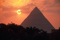 Egypt, Giza, great Pyramid at sunset