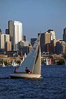 USA, Washington, Seattle, Duck Dodge sailboat racing on Lake Union