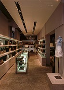 GUCCI, OLD BOND STREET, LONDON, HOUSEHAM HENDERSON ARCHITECTS, OVERALL VIEW OF ACCESSORIES ON DISPLAY ON SHELVES AND IN CABINETS