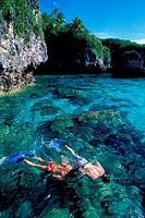 NIUE ISLAND, LIMU, LIMESTONE ROCK, PEOPLE SNORKELING