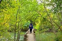 Puente sobre río Ebro  Central Eléctrica El Porvenir  Senderismo Cañón del Ebro  Sendero GR 99  Señalización  BURGOS  CASTILLA Y LEÓN  ESPAÑA.