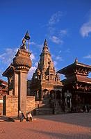 Nepal, Bhaktapur, Durbar square, king Buphatindra Malla column