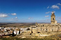 overview and church of Santa Maria la Corona, Medina Sidonia, Cadiz province, Andalucia, Spain