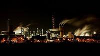 Chemische Fabrik bei Nacht