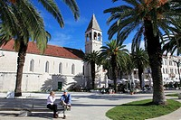 Croatia, Trogir, seaside promenade, people, palms,