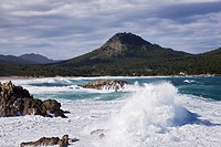 Breaking waves on Mediterranean coast (thumbnail)