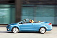 Ford Focus 2.0 TDCi coupe_Convertible, model year 2007_, blue moving, side view, open top