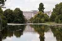 Lake at St James's Park and Buckingham Palace, London (thumbnail)