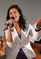 Melanie Oesch singer and songwriter