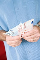 Man holding euro banknotes
