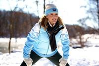 Frau beim Fitnesstraining im Winter, woman jogging in the winter