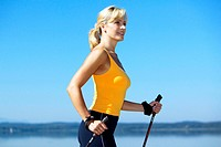 Frau beim Nordicwalking, nordicwalking woman