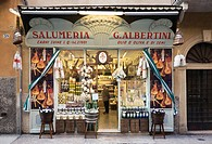 Delicatessen in the old town of Verona, Veneto, Italy, Europe