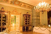 Russia, St. Petersburg. Interior room of Peterhof, royal palace founded by Tsar Peter the Great and considered to be Russia´s Versailles. Credit: Nanc...