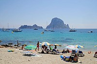 Holidaymakers on Cala d'Hort beach with Isla Vedra island, Ibiza, Pityuses, Balearic Islands, Spain, Europe