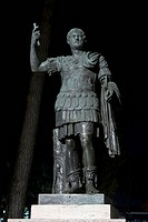 Bronze statue of Emperor Hadrian in the Giardini di Castel Sant'Angelo, modern bronze copy of ancient Roman statue, Parco Adriano, Rome, Latium, Italy...