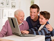 Multi_generation family using laptop together