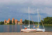 Traku salos pilis, Trakai Island Castle, on the island of Lake Galve, Trakai, Aukstaitija, Highlands, Lithuania, Northern Europe