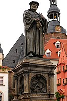 Luther Memorial by Professor Rudolf Siemering, St. Andrew's Church at back, Marktplatz square, Lutherstadt Eisleben, Saxony-Anhalt, Germany, Europe
