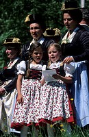 Group of women in dirndl dresses and two girls in dirndl dresses singing, pilgrimage to Raiten, Schleching, Chiemgau, Upper Bavaria, Bavaria, Germany