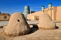 Kohna Ark citadel and Kalta Minor minaret in the historic adobe town of Khiva, Chiva, Ichan Kala, Unesco World Heritage Site, Uzbekistan, Central Asia