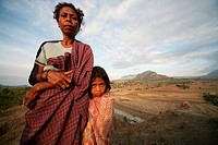 A mother with her child before the scenery with Venilale in the centre of the east Timor with Tutuala, the east Timor.