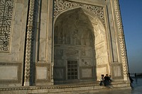 Tourists sit and enjoying beauty of the Taj Mahal The Taj Mahal sometimes called ´the Taj´ was built by Emperor Shah Jahan in memory of his wife Mumta...