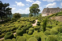 BASTION OF HAND_CLIPPED BUXUS IN THE OVERHANGING GARDENS OF MARQUEYSSAC DORDOGNE FRANCE
