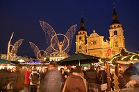 Market stalls on the Christmas market in Ludwigsburg, protestant Parish, people, Market Square, Baden-Wuerttemberg, Germany, Europe