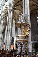 overview of the Baroque pulpit of the cathedral of Amiens is supported by three allegorical female figures representing faith, hope and charity, three...