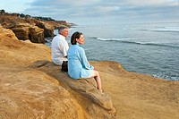 A couple enjoying the views of Sunset Cliffs.